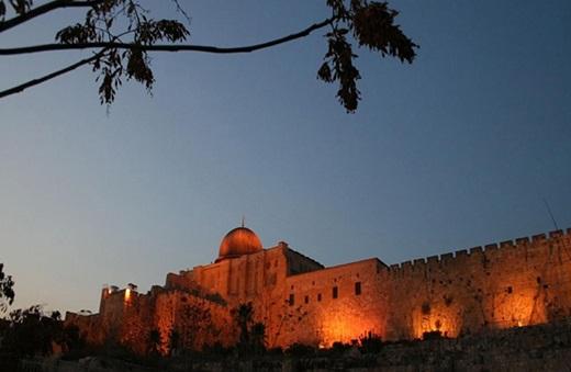 المسجد الأقصى المبارك ليلا