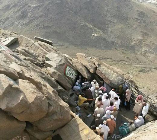 غار حراء في جبل النور، حيث نزل الوحي على رسول الله صلى الله عليه وسلم.